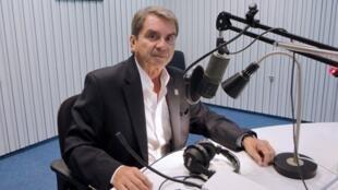 El presentador del programa Estampas Colombianas, Hernán Posada.