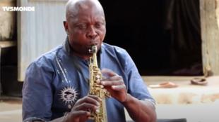 Le saxophoniste Doro Dimanta à Ndjamena en mai 2021.