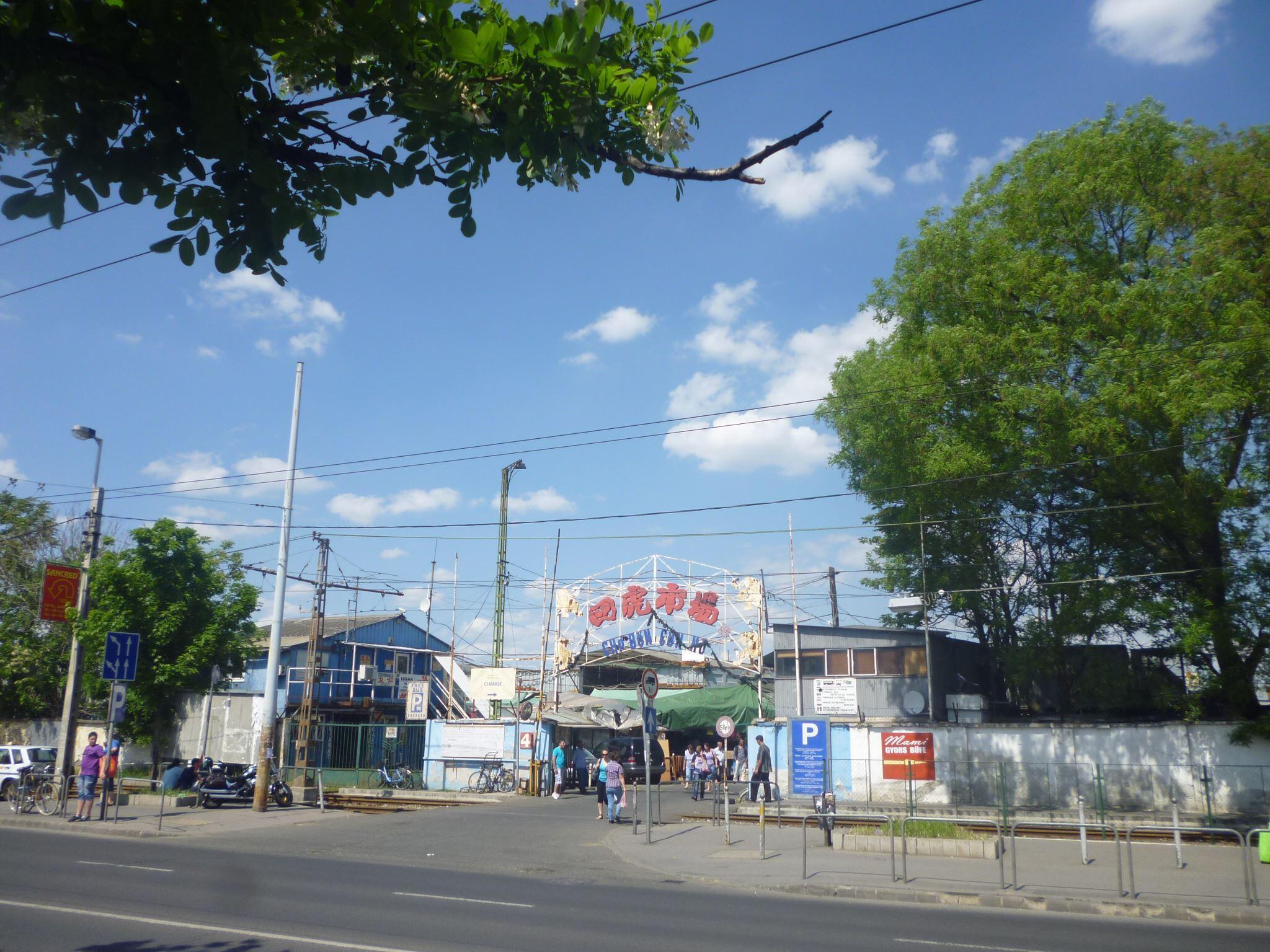 Chợ Tứ Hổ ở Budapest, Hungary (nguồn Trần Lê - Nhịp Cầu Thế Giới online)