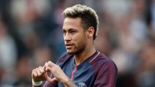 Arrivé pendant l'été 2017 au PSG, la star brésilienne, Neymar a battu les records de transfert de l'histoire du football.