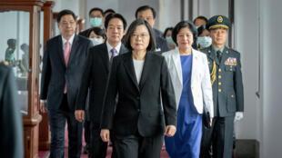 Bà Thái Anh Văn (giữa) cùng nội các tới lễ nhậm chức chính thức tổng thống Đài Loan, tại Đài Bắc ngày 20/05/2020.