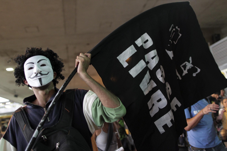 A mobilização no Brasil ganha um novo fôlego, acredita o Le Monde.