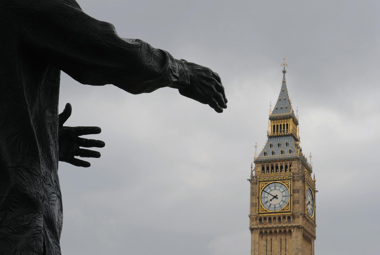 A Londres, le jeu des alliances commence, ce 7 mai 2010