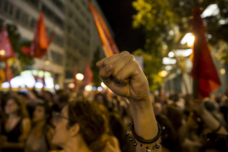 """Apoiadores do """"não"""" celebram vitória no centro de Atenas."""