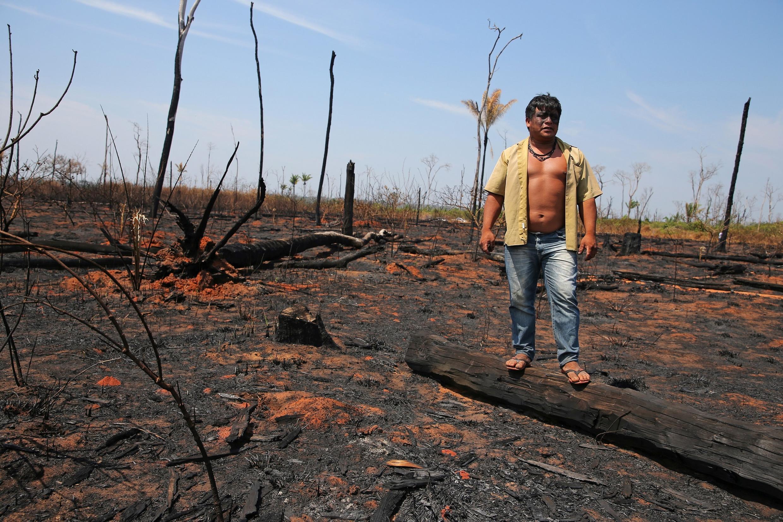 Un chef indigène sur des terres brûlées, dans l'État du Mato Grosso, au Brésil, le 28 août 2019. (Image d'illustration)