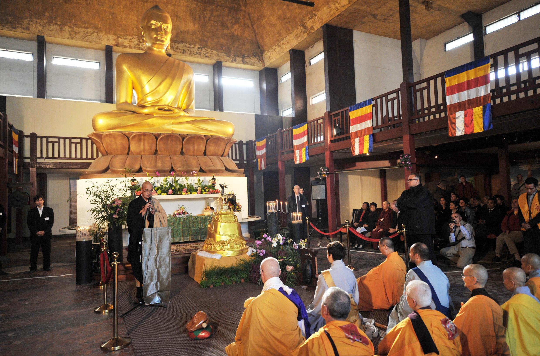 La statue du grand Bouddha de la pagode du bois de Vincennes est la plus haute d'Europe.