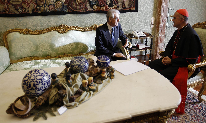 Премьер-министр Италии Марио Монти на приеме у госсекретаря Ватикана кардинала Тарчизио Бертоне. Ватикан 14/01/2012