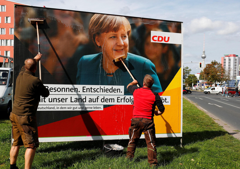 По последним опросам блок ХДС/ХСС набирает 37% голосов на выборах в бундестаг. Ангела Меркель должна в четвертый раз стать кацлером Германии