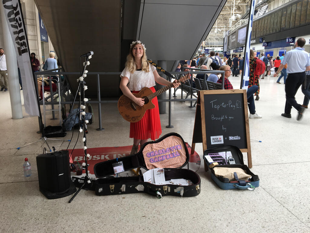 Le paiement sans contact, l'avenir pour les musiciens de rue ?