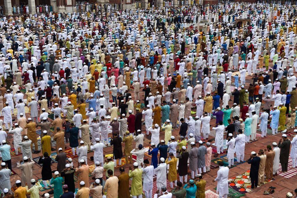 存档图片:印度穆斯林在新德里大清真寺前祈祷 摄于2020年8月1日 Image d'archive: Musulmans lors de la prière du matin à la grande mosquée de Delhi, le 1er août 2020.