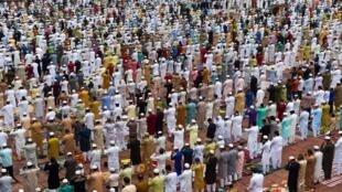 Musulmans lors de la prière du matin à la grande mosquée de Delhi, le 1er août 2020.