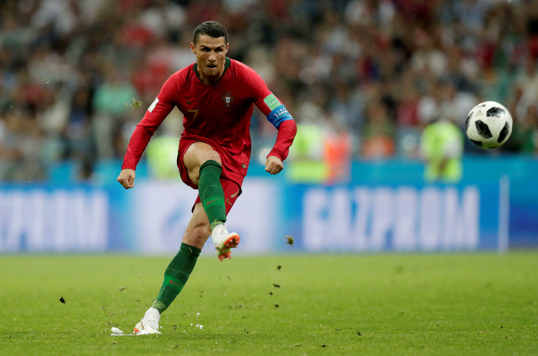 CR7 anota el tercer gol de tiro libre frente a España en la Copa del Mundo Rusia 2018.
