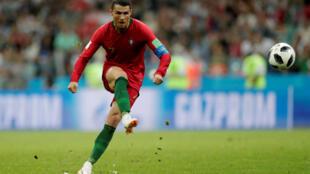 CR7 de cobrança de falta fez o terceiro gol de Portugal no jogo contra a Espanha na estreia das duas equipes na Copa do Mundo.