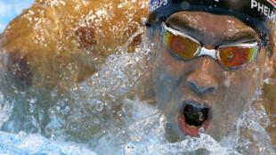 Muogeleaji raia wa Marekani, Michael Phelps ambaye ameshinda medali yake ya 19 ya dhahabu kwenye michezo ya Olimpiki ya Rio, Brazil