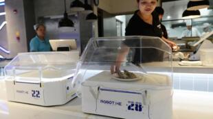 57 supermercados Hema repartidos en 13 ciudades chinas tendrán su restaurante Robot.He.