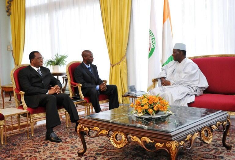 shugaban kasar Cote d'Ivoir, shugaban kungiyar Cédéao, Alassane Ouattaranne a ranar  5 septembre à birnin Abidjan na ganawa da Baba Berthe sakataren fadar shugaban kasar  Mali, da kuma Amadou Ousmane Touré jakadan Mali a Côte d'Ivoire.