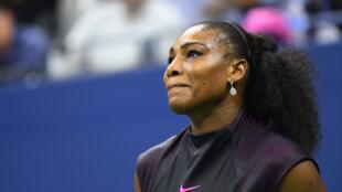 Mchezaji Serena Williams akionekana mwenye huzuni mara baada ya mchezo wake dhidi ya Karolina Pliscova aliyemfunga na kutinga hatua ya fainali.