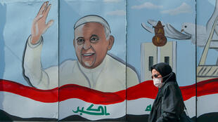 Irak - pape François - peinture murale - visite en Irak - femme voilée_AP21063721993851