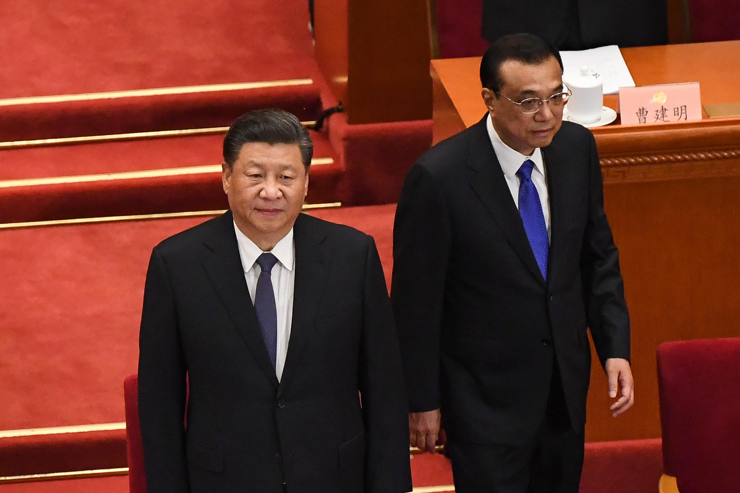 Chinese President Xi Jinping (L) and Premier Li Keqiang (R) arrive for the opening session of the Chinese People's Political Consultative Conference (CPPCC) at the Great Hall of the People in Beijing on May 21, 2020