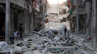 محله قاطرچی در حلب که در محاصره شورشیان قرار دارد، پس از بمبارانهای هوایی جمعه ۲۳ مهر/ ١٤ اکتبر ٢٠۱۶
