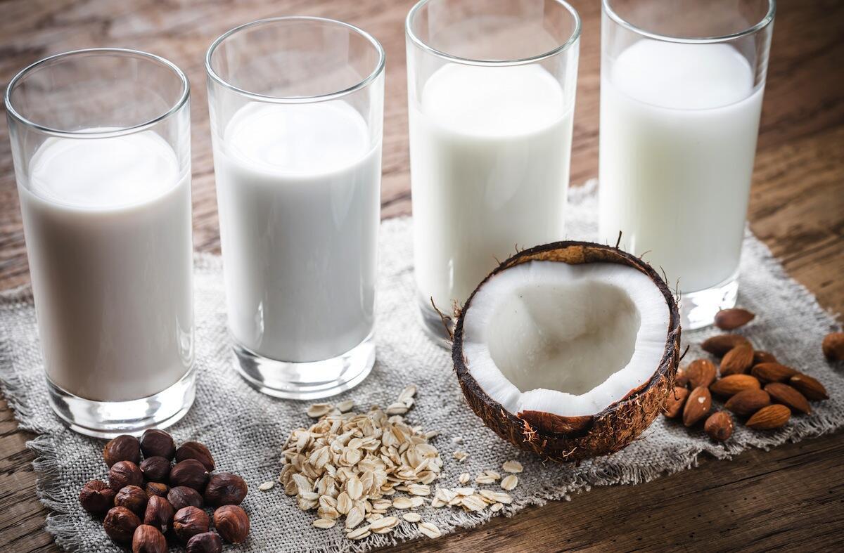 Las leches vegetales se pueden elaborar a partir de diversos alimentos.