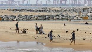 Một bãi tắm gần ''Colombo Port City'', Sri Lanka, nơi Trung Quốc đang xây dựng một cảng biển, 08/02/2016.