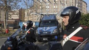 La sécurité a été renforcée devant l'hôpital San Raffaele à Milan, le 16 décembre 2009.