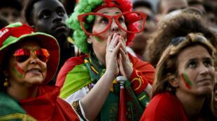 Cổ động viên Bồ Đào Nha trong trận bán kết Euro 2016. Ảnh chụp hôm 06/07 tại Lisboa.