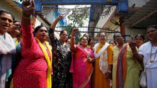 Manifestação pedindo a prisão do ator de Bollywood, Nana Patekar, na Índia