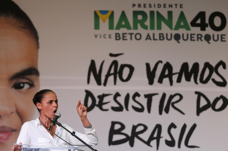 Marina Silva presentó en Sao Paulo su programa con medidas para recuperar el crecimiento economico y apoyar el casamiento gay.