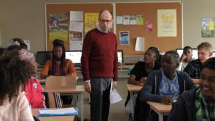 Dans «Les Grands Esprits», Denis Podalydes donne la réplique à des comédiens amateurs, élèves du collège de Stains.