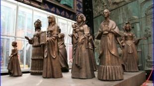 """""""十二月党人""""妻子纪念雕像"""