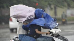 Dans le sud de la Chine aussi, dans la province du Hainan, une alerte rouge a été déclenchée en prévision des vents violents du typhon Haiyan, le 10 novembre 2013.