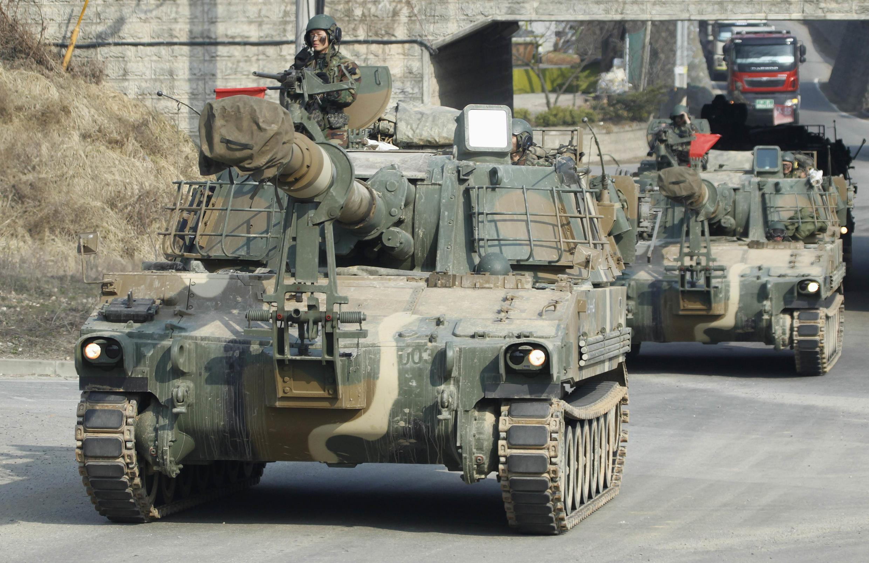 Lính Hàn Quốc tại Paju, gần khu vực phi quân sự sát biên giới BTT. Ảnh chụp ngày 04/04/2013