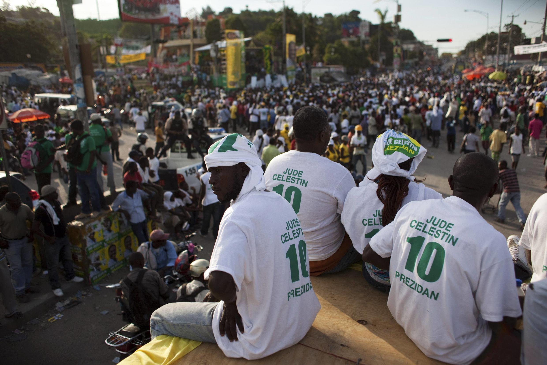 Partidários do candidato Jude Celestin, no dia 25 de novembro de 2010.