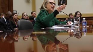 Auditionnée sur l'attaque du consulat de Benghazi, Hillary Clinton n'a pas été ménagée par les membres du Congrès.