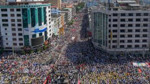 Birmanie_Manif contre coupe d'Etat