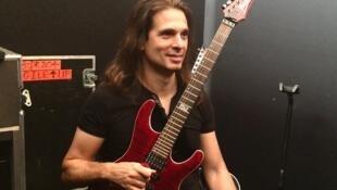 Kiko Loureiro, guitarrista do grupo Megadeth.