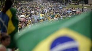 Manifestações contra Dilma têm participação fraca no Brasil