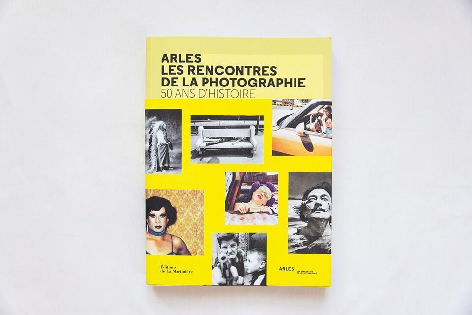 Livro lembra 50 anos de festival em Arles.