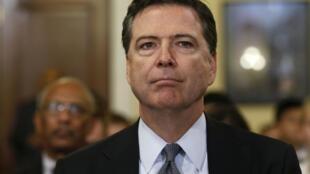 James Comey a informé vendredi le Congrès que de nouveaux messages avaient été découverts, potentiellement pertinents dans l'enquête classée en juillet dernier sur la messagerie privée d'Hillary Clinton.