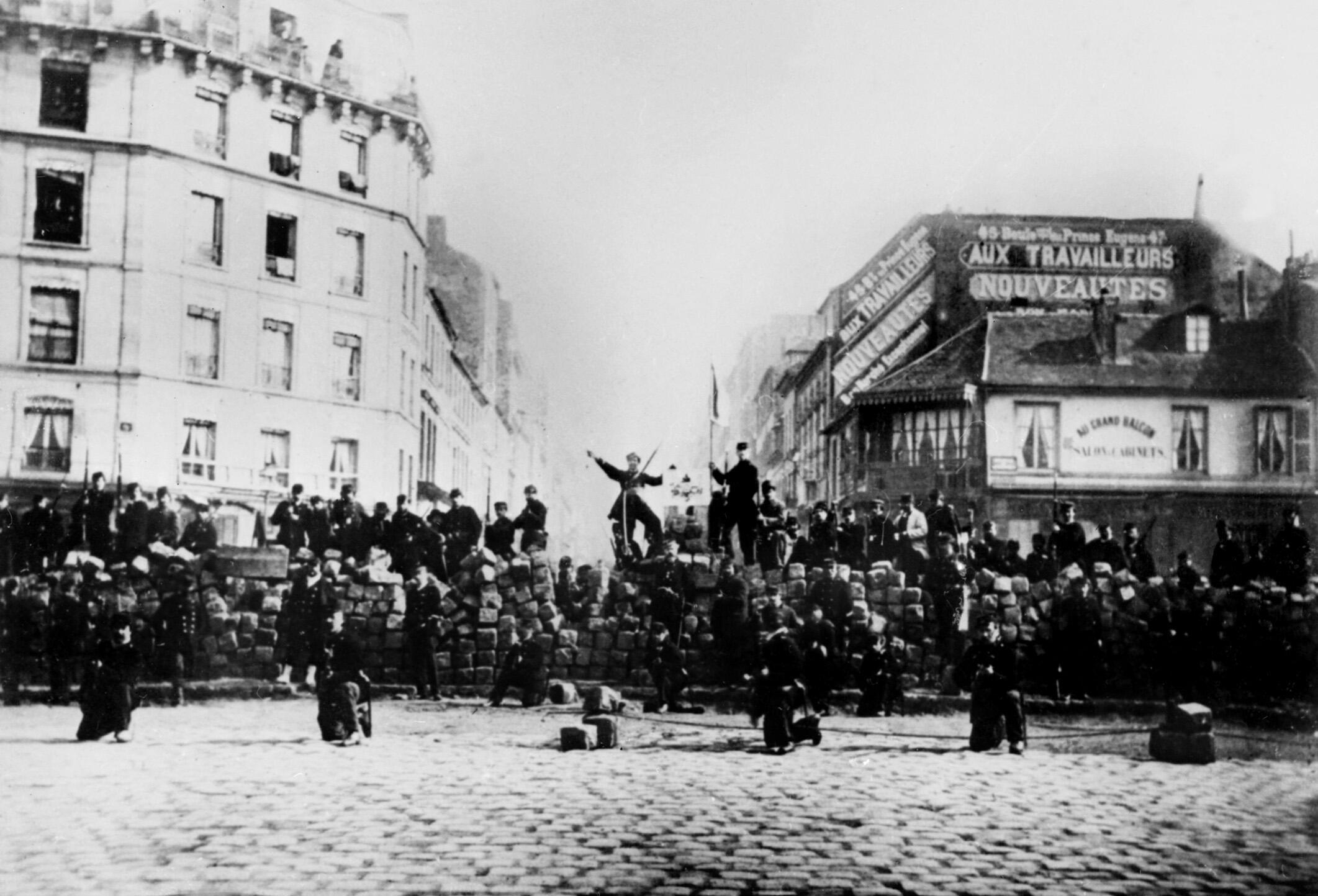 paris-commune-barricades-menilmontant