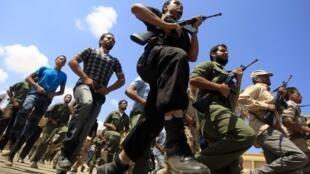 利比亞反對派武裝正在訓練