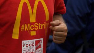 Funcionários de restaurante McDonalds no Reino Unido fazem greve pela primeira vez no país.