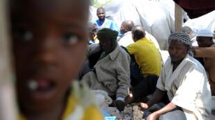 Des Nigériens près du marché de Boufarik (Algérie) en mai 2014. Les autorités ont mis en place une politique de retours «volontaires» de ces migrants subsahariens.