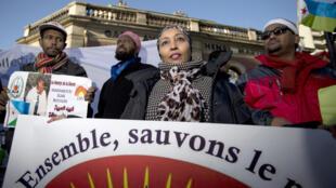 Manifestation contre le président djiboutien Ismaïl Omar Guelleh avant sa venue en France, à Paris, le 6 décembre 2013.