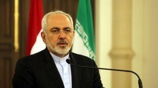 Pour Mohammad Javad Zarif, il revient aux pays arabes hostiles au gouvernement syrien de changer de politique pour lutter contre l'EI.
