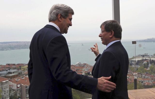 U.S. Secretary of State John Kerry and Turkish Foreign Minister Ahmet Davutoglu in Istanbul, 21 April, 2013