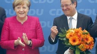 拉舍特Armin Laschet (P)与默克尔Angela Merkel  2017年5月15日