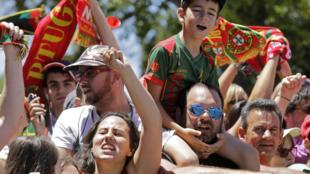 """Apoiantes da Selecção das """"Quinas"""" a 11 de Julho de 2016."""